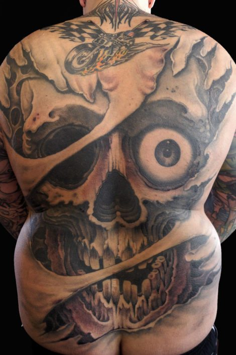 Backpiece Black & Grey Skull Tattoo