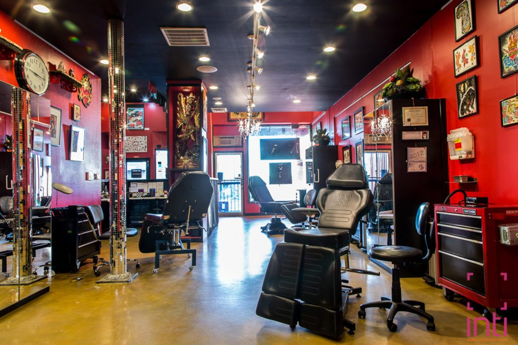 artist stations at slave to the needle tattoo and piercing shop in ballard